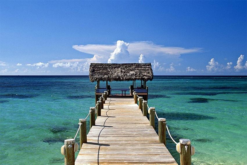 查汶海灘是一個長達7公裏的新月型海灘,