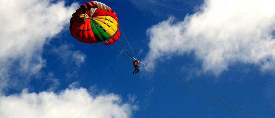 泰國芭堤雅格蘭島水上活動拖曳傘