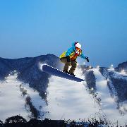 韓國芝山滑雪度假村夜間滑雪+愛寶樂園一日遊